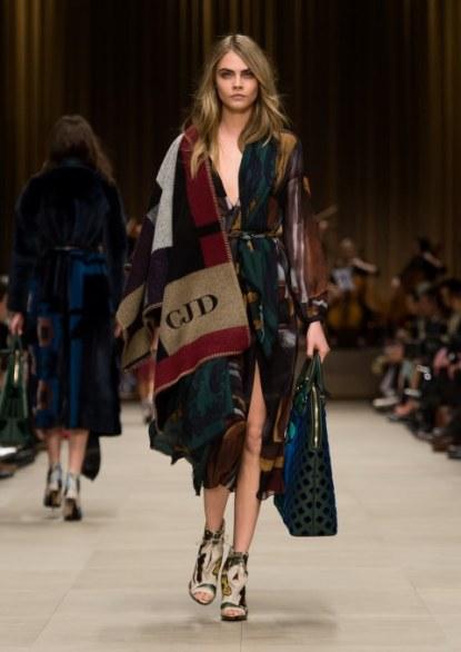 مجموعة شيلات ملونة شتوية ماركة جوتشى ( Gucci)