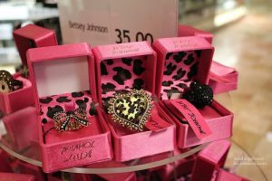 accessories-betsey-johnson-jewelry-girl-heart-Favim.com-516194