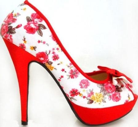kırmızı-renkteki-2013-yılı-çiçek-www.fatakat-ar.comdesenli-bayan-ayakkabı-modeli