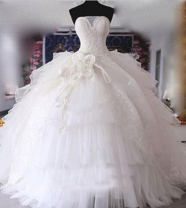 فساتين زفاف منفوشة فخمة 2015