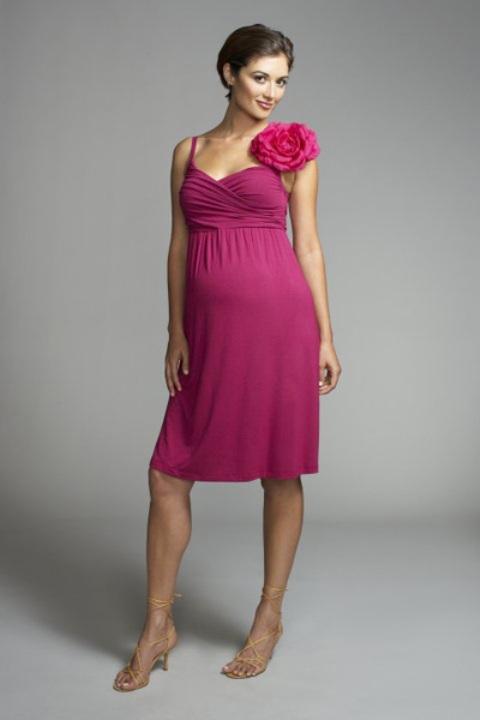 فستان باللون الفوشيا للحوامل من اقمشة الفيزون اللكيرا القصير