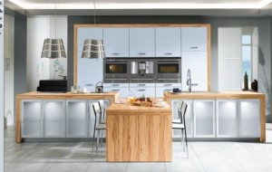 wooden-white-kitchen-582x369