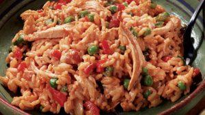 الدجاج المشوي بقطع اللحم المفروم والارز الابيض