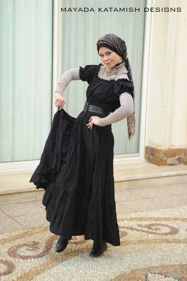 fb44e59538e76 الفساتين السوداء الواسعه المنفوشة هي موضة محجبات بنات الجامعه سنة 2015 في  مصر