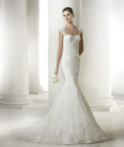 فستان كت من اقمشة الكروشيه الشيفون والرائع مع ماسكه عرائس انيقة بايديها بالوردةHAFIDA Colecci__n Modern Bride