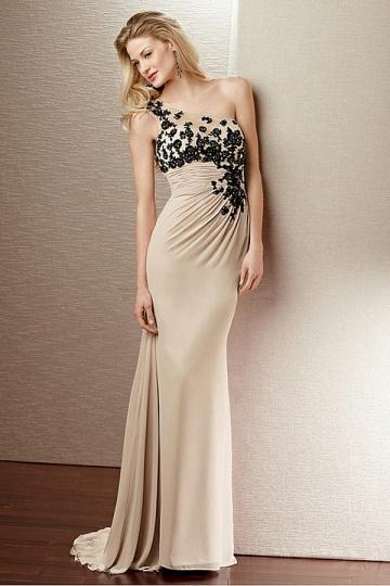 فستان سواريه اوف وايت
