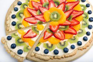 بيتزا الفواكه واشكالها المختلفة