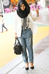 www.fatakat-ar.comHijab-with-ripped-jeans